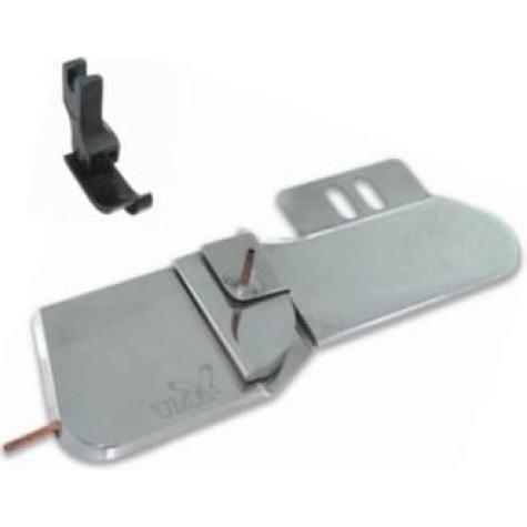 Приспособление для притачивания кокетки в плечевой шов UMA-211-1